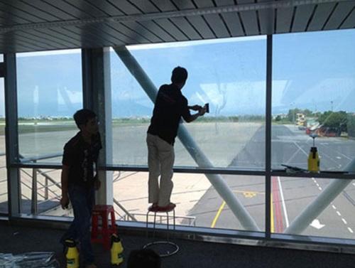 Dịch vụ dán kiếng tại nhà ở TP. HCM