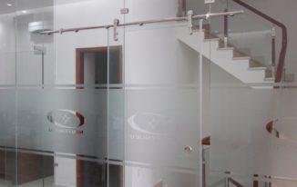 Dịch vụ dán kiếng tại nhà ở TPHCM bằng decal | Minh Trí